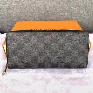 🌲Louis Vuitton Black grid Zippy Wallet M60017